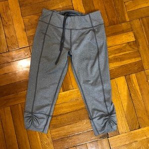 Grey cropped workout leggings